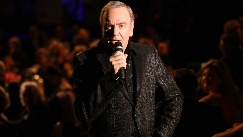 BEVERLY HILLS, CA - OCTOBER 20:  Singer Neil Diamond performs during the 26th Anniversary Carousel Of Hope Ball presented by