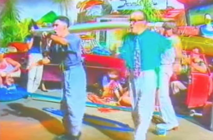 """Schillernd ist noch gar kein Ausdruck: Video zu """"Vamos a la playa"""""""