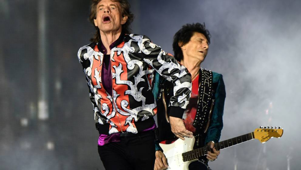 (L/R): British musicians Mick Jagger and Ronnie Wood of The Rolling Stones perform a concert at The Velodrome Stadium in Mars