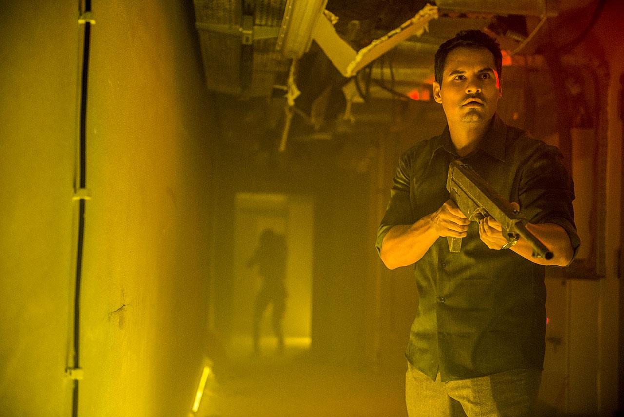 "Michael Peña in ""Extinction"""