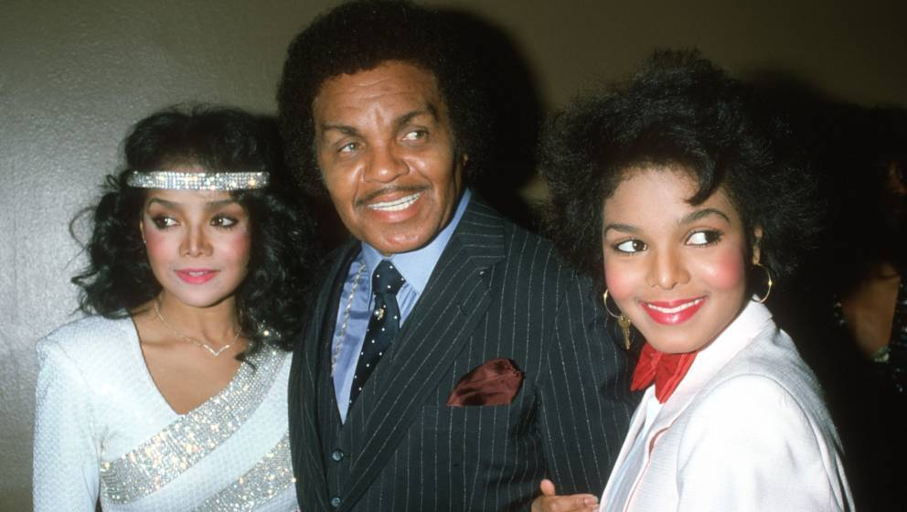 LOS ANGELES - FEBRUARY 4: Pop singer and actress Janet Jackson attends the R&B Awards with her father Joe Jackson and sis