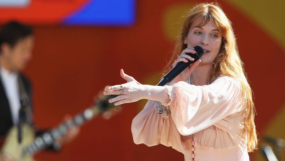 Florence Welch und ihre Band Florence + The Machine live