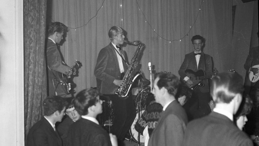 David Jones (später David Bowie, hier am Saxophon) spielt mit den Konrads (1963)