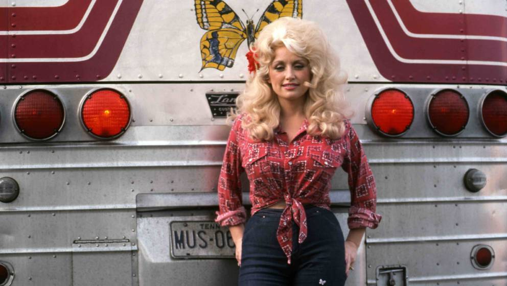 DETROIT - SEPTEMBER 1977:  Country Singer Dolly Parton poses for a portrait by her tour bus before performing in September 19