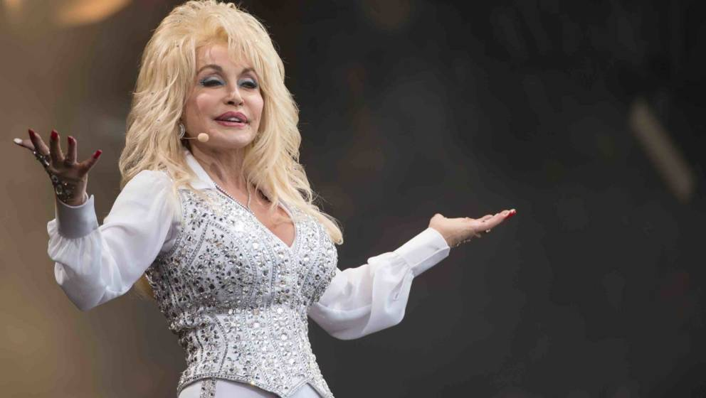 GLASTONBURY, ENGLAND - JUNE 29: Dolly Parton performs on the Pyramid Stage during Day 3 of the Glastonbury Festival at Worthy
