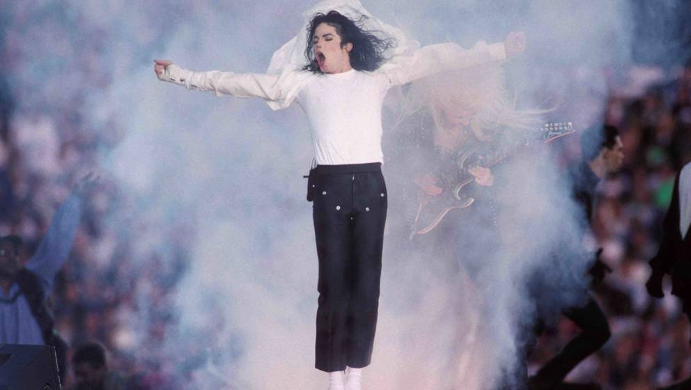 PASADENA, CA - JANUARY 31:  Michael Jackson performs at the Super Bowl XXVII Halftime show at the Rose Bowl on January 31, 19