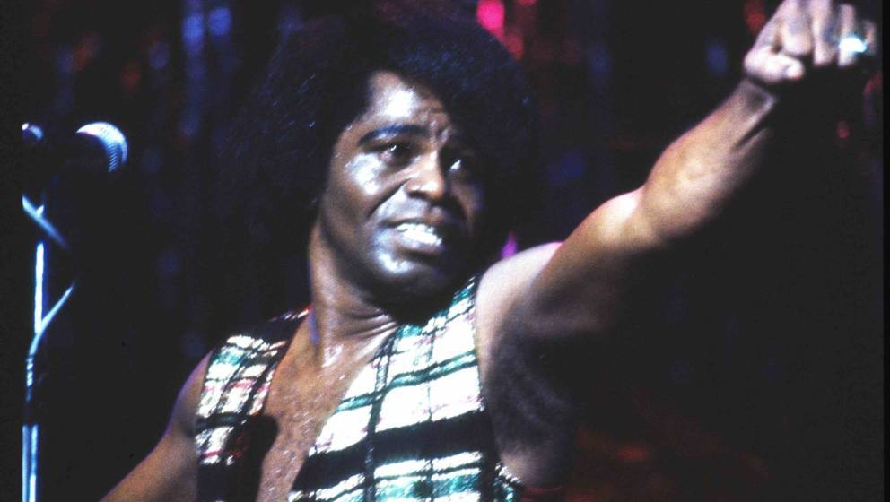 UNITED KINGDOM - JANUARY 01:  HAMMERSMITH ODEON  Photo of James BROWN, performing live onstage  (Photo by Vincent McEvoy/Redf