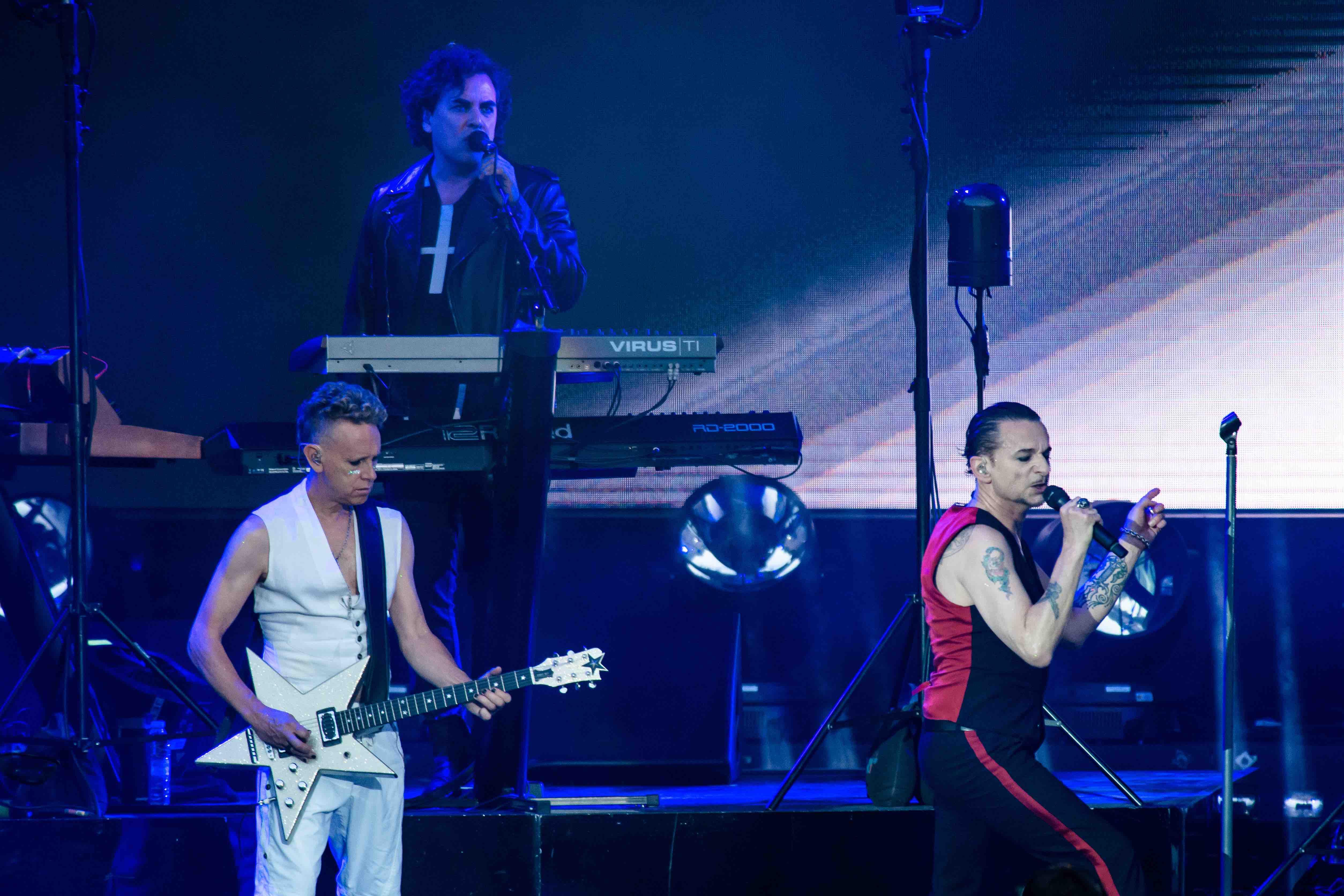 Depeche Mode In Berlin Band Mietet Bahn Im Olympiabad