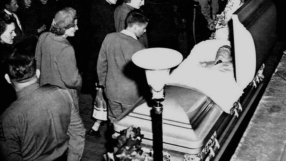 MONTGOMERY, AL - JANUARY 4:  Mourners pass by the coffin containing the body of country singer Hank Williams during the funer