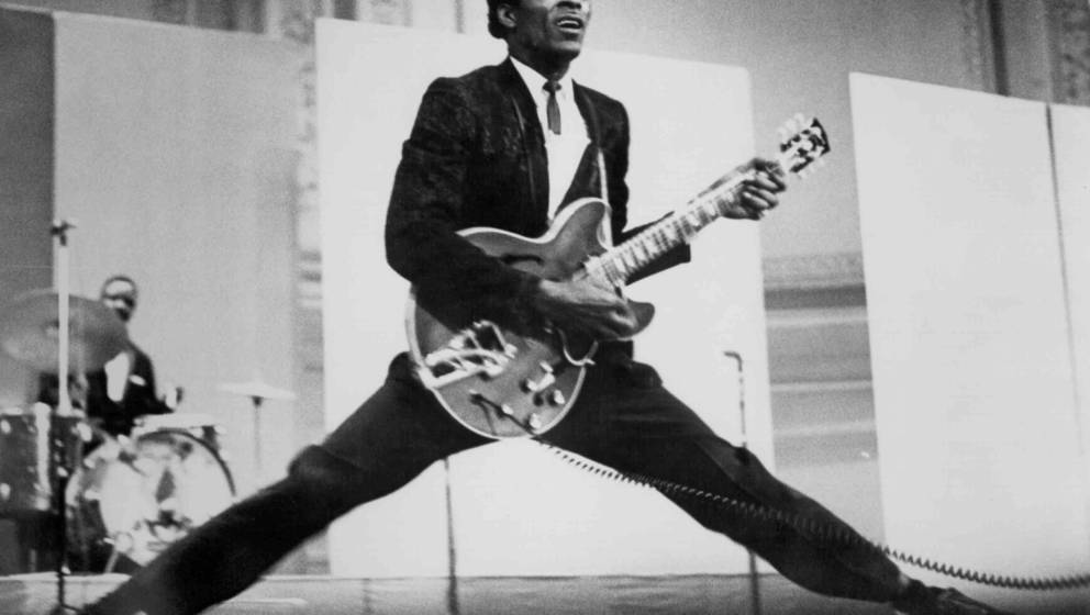 CIRCA 1968:  Rock and roll musician Chuck Berry does the splits as he plays his Gibson hollowbody electric guitar in circa 19
