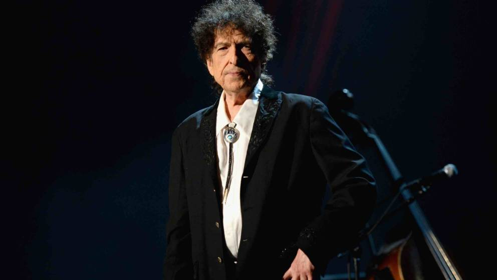LOS ANGELES, CA - FEBRUARY 06:  Honoree Bob Dylan speaks onstage at the 25th anniversary MusiCares 2015 Person Of The Year Ga