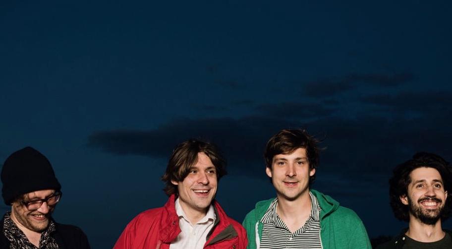 John (Mitte links) und Joseph Maus (Mitte rechts).