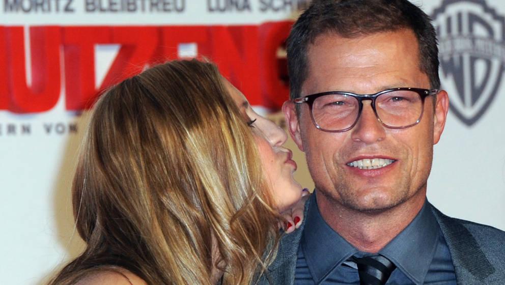 Hier ist es nur die Wange: Til Schweiger bekommt von seiner Tochter Lilli Schweiger einen Kuss