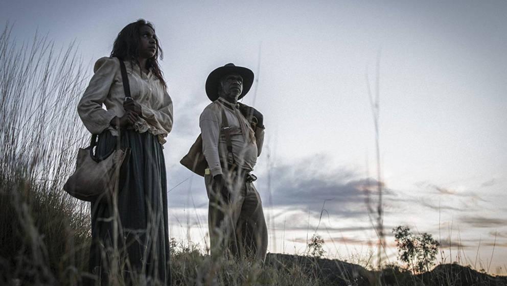 Sam und seine Frau fliehen ins lebensbedrohliche Outback.