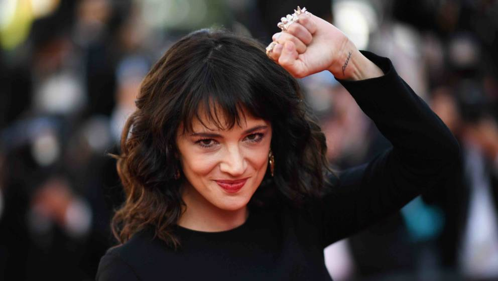 TOPSHOT - Italian actress Asia Argento arrives on May 19, 2018 for the closing ceremony and the screening of the film 'The Ma