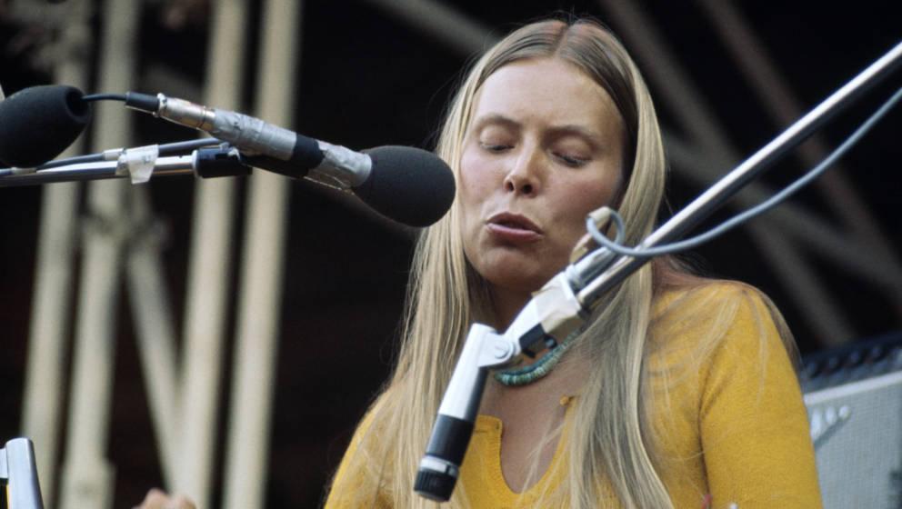 """Joni Mitchell bei ihrem Auftritt auf dem """"Isle Of Wight""""-Festival 1970"""