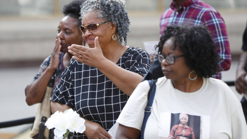 Mourners line up to view the body of Aretha Franklin at the Charles H. Wright Museum of African American History on August 28