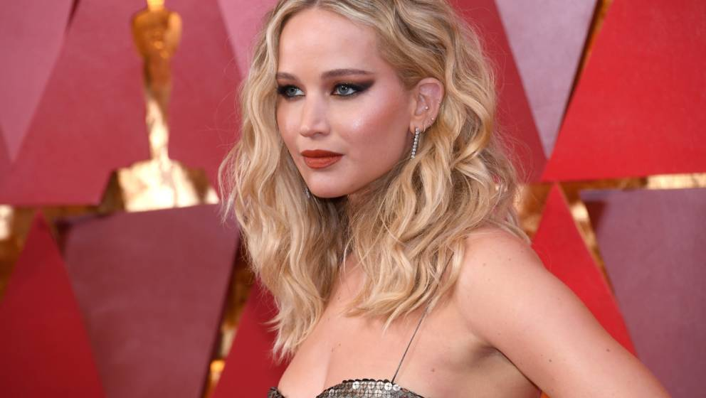 HOLLYWOOD, CA - MARCH 04:  Jennifer Lawrence attends the 90th Annual Academy Awards at Hollywood & Highland Center on Mar