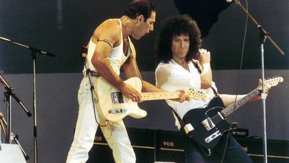 UNITED KINGDOM - JULY 13:  WEMBLEY STADIUM  Photo of LIVE AID and Brian MAY and Freddie MERCURY and QUEEN, Freddie Mercury an
