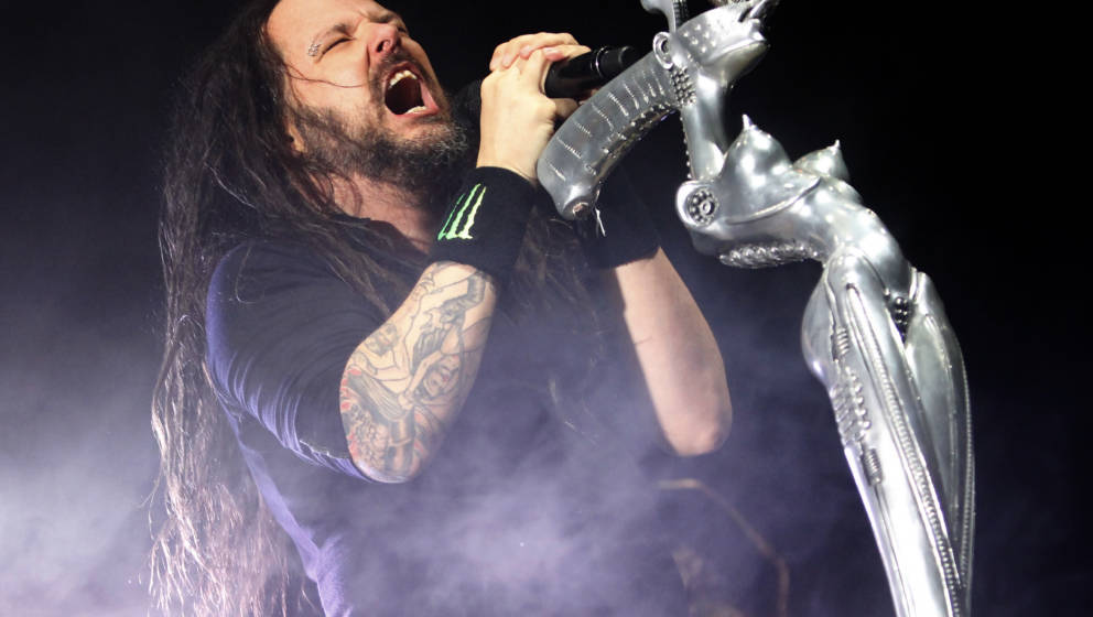 LONDON, ENGLAND - DECEMBER 16:  Jonathan Davis of Korn performs at SSE Arena on December 16, 2016 in London, England.  (Photo