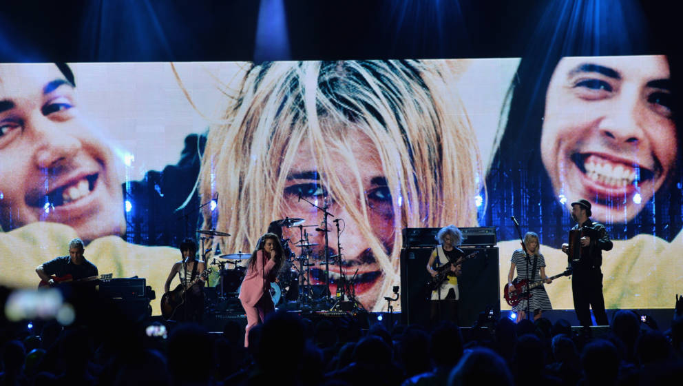 NEW YORK, NY - APRIL 10:  (L-R) Musicians Pat Smear, Joan Jett, Lorde, Dave Grohl, St. Vincent, Kim Gordon and Krist Novoseli