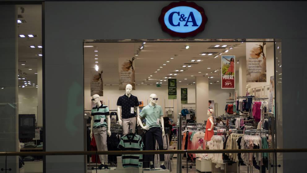 Ein Kinderpullover von C&A  ist wegen seines fragwürdigen Aufdrucks aus dem Sortiment  genommen worden.