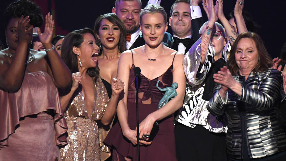 LOS ANGELES, CA - JANUARY 29:  Actor Taylor Schilling (center) and the cast of Orange is the New Black accepts the award for