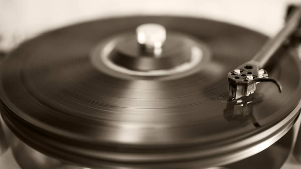 Will nur noch physische Alben und Singles berücksichtigen, die hergestellt und versendet werden.