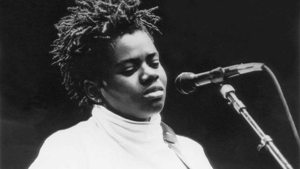 American singer-songwriter Tracy Chapman, 1988. (Photo by Dave Hogan/Hulton Archive/Getty Images)