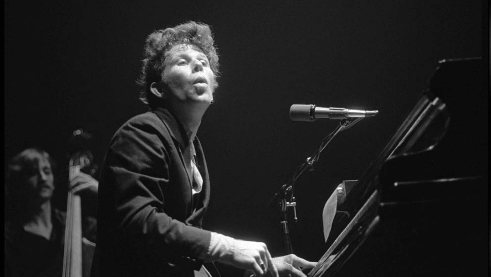 Tom Waits performing at Victoria Apollo, Victoria, London on 23 March 1981