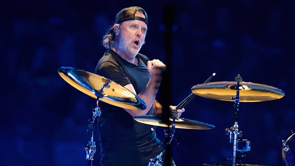 PHILADELPHIA, PA - OCTOBER 25:  Drummer Lars Ulrich of Metallica performs during Metallica WorldWired Tour at Wells Fargo Cen