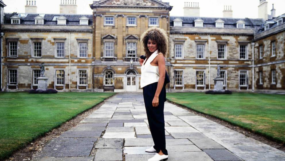 Singer Tina Turner is photographed during one of her tour dates in Woburn Abbey, on the 29th August 1990. (Photo by Dave Hoga