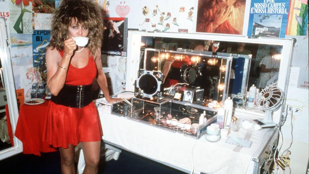 RIO DE JANEIRO, BRAZIL - 1988: Singer Tina Turner backstage in Rio de Janeiro in 1988. (Photo by Dave Hogan/Getty Images)