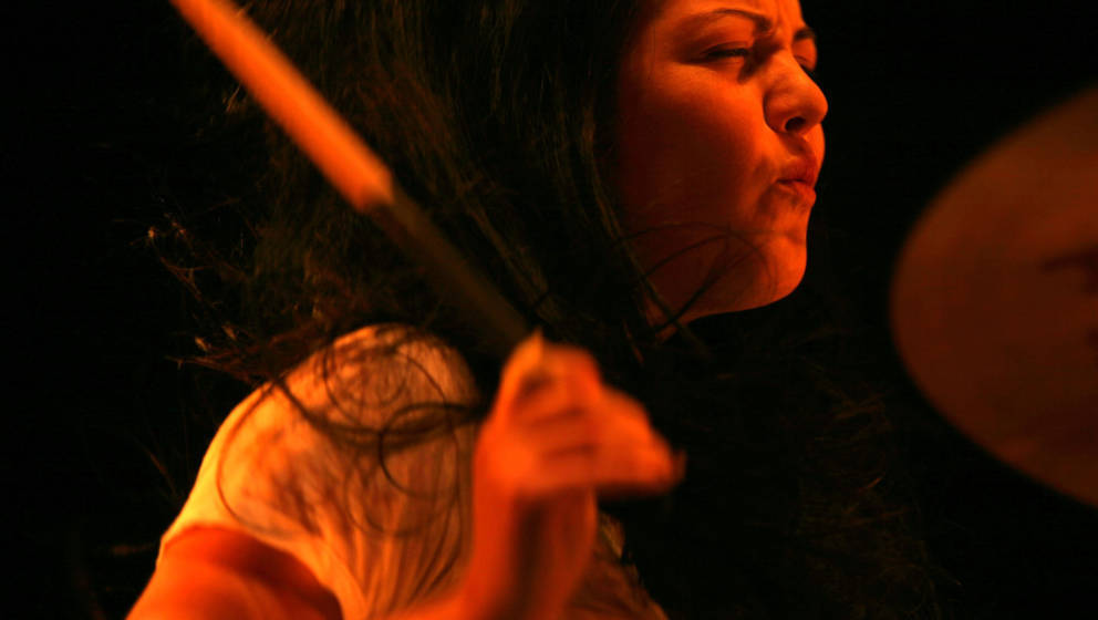 Geheimnisvoll, schweigsam, kraftvoll und filigraner am Schlagzeug als viele glauben: Meg White