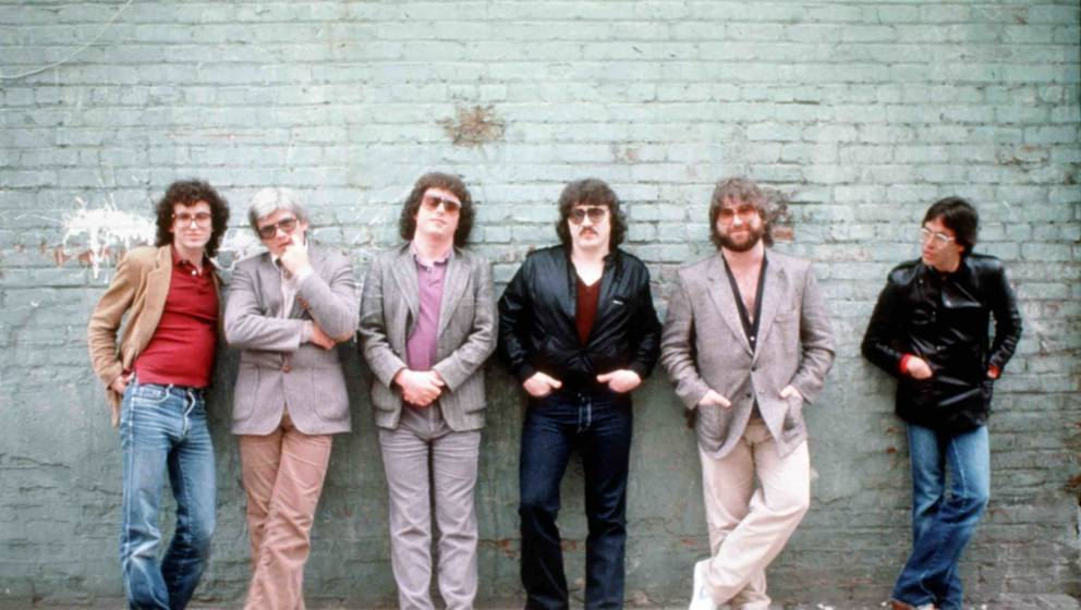 LOS ANGELES - MAY 1982:  Rock group Toto (L-R Steve Porcaro, David Hungate, Steve Lukather, Bobby Kimball, David Paich and Je
