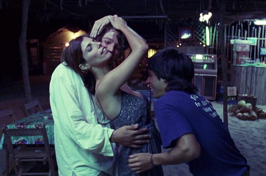 Tenoch und Julio kreisen um Luisa wie um eine Göttin - was diese sichtbar genießt