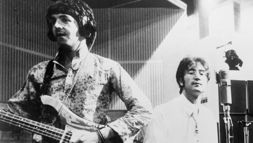 John Lennon und Paul McCartney im Studio