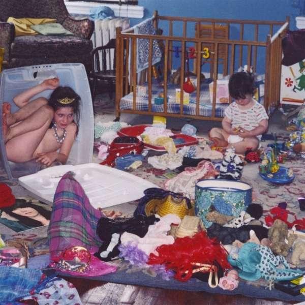 """Blick in die ungeordnete Kinderstube: Sharon Van Ettens """"Remind Me Tomorrow"""""""