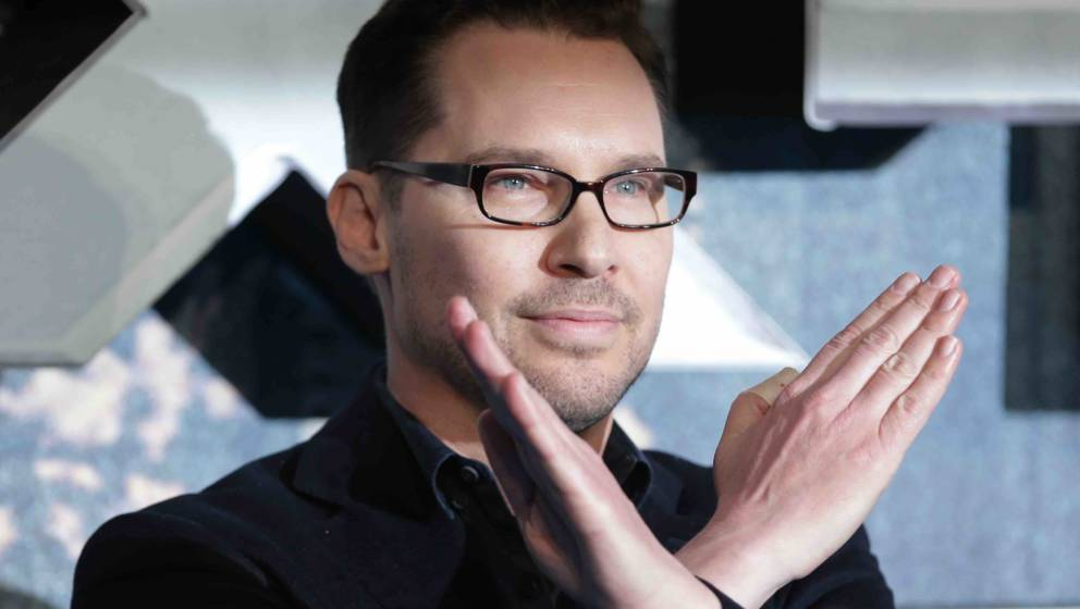 US director Bryan Singer poses on arrival for the premiere of X-Men Apocalypse in central London on May 9, 2016.  / AFP / DAN