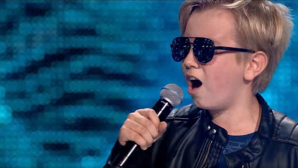On his Highway to Hell: Sebastian rockt The Voice Kids