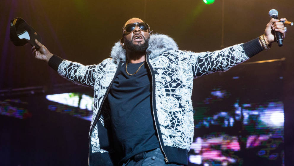 DETROIT, MI - FEBRUARY 21:  R. Kelly performs at Little Caesars Arena on February 21, 2018 in Detroit, Michigan.  (Photo by S