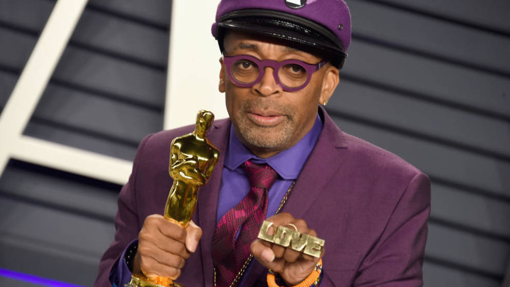BEVERLY HILLS, CA - FEBRUARY 24:  Spike Lee poses with the Oscar for 'Best Adapted Screenplay' for BlacKkKlansman during the