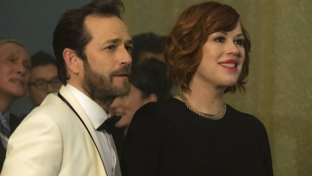 Luke Perry als Fred Andrews und Molly Ringwald als Mary Andrews