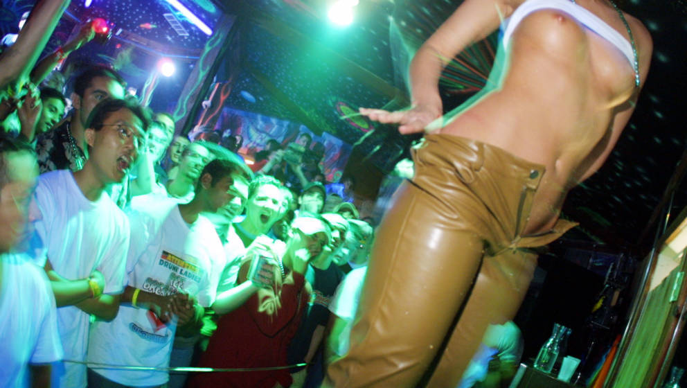 386746 42: Students watch a wet t-shirt contest at the Island Rave club at South Padre Island, Texas March 18, 2001 during th