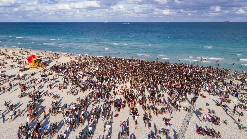 Florida, Miami Beach, Atlantic Ocean, Spring Break, college university, Black, teen, boy, girl, student, crowd, aerial overhe