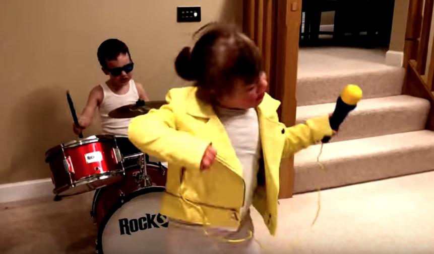 """Kinder mit Down-Syndrom feiern ihr Leben mit """"Don't Stop Me Now"""" von Queen"""