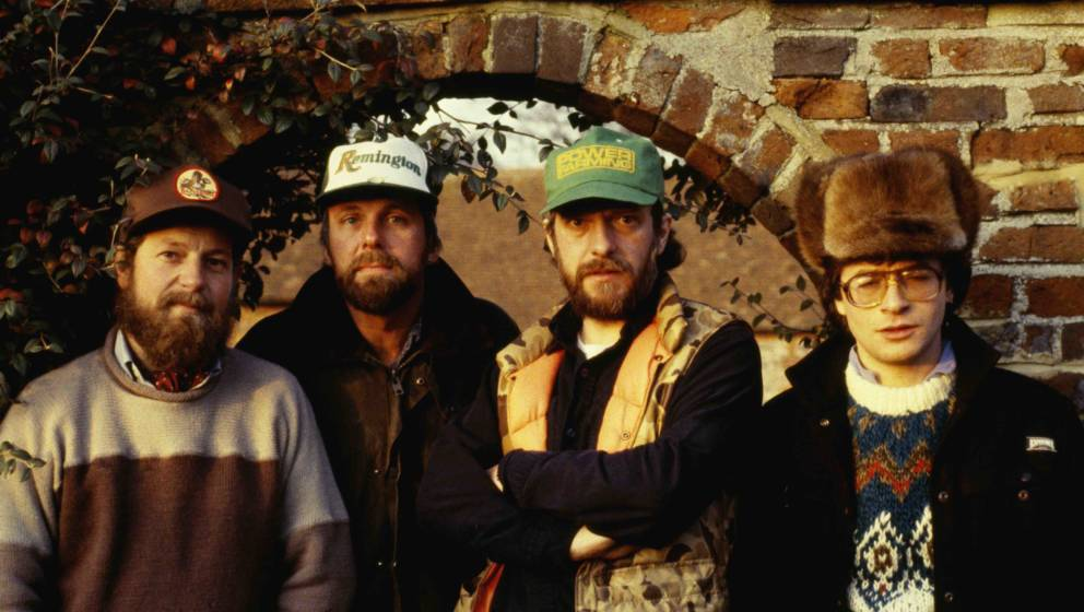 UNSPECIFIED - DECEMBER 01:  Photo of JETHRO TULL and Ian ANDERSON and Martin BARRE and Dave PEGG and Peter VETTESE; Posed gro