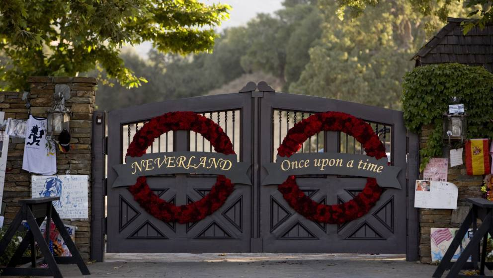 LOS OLIVOS, SANTA YNEZ VALLEY, SANTA BARBARA COUNTY, CA - 2009:  The gates to singer Michael Jackson's Neverland Ranch have b