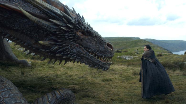 Wer hat hier Angst vor dem Drachen? Jon Snow bewundert Daenerys Haustier