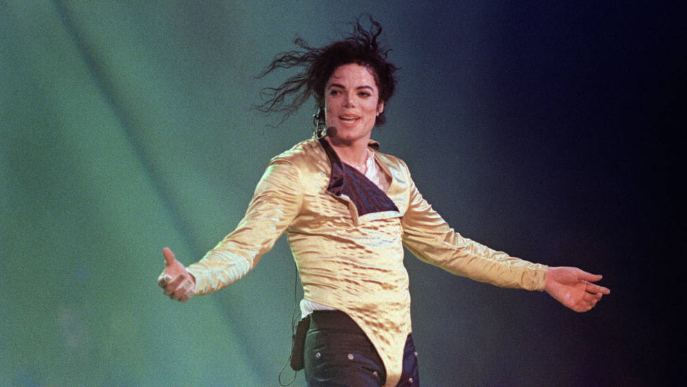 (FILES) US pop star and entertainer Michael Jackson preforms before an estimated audience of 60,000 in Brunei on July 16, 199